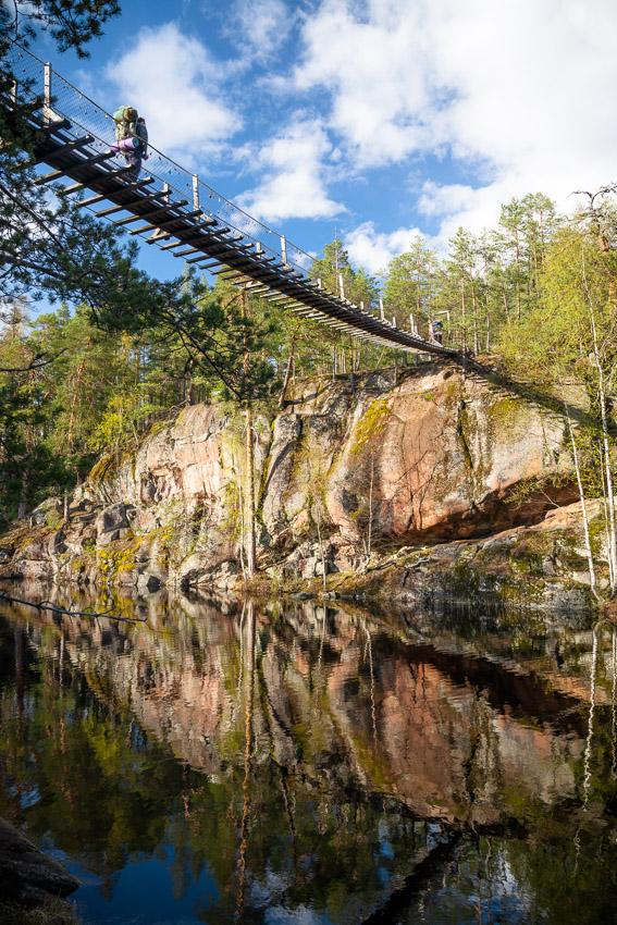 Lapinsalmi suspension bridge. Repovesi kansallispuisto national park lapinsalmi valokuva luontokuva retkeily vaellus