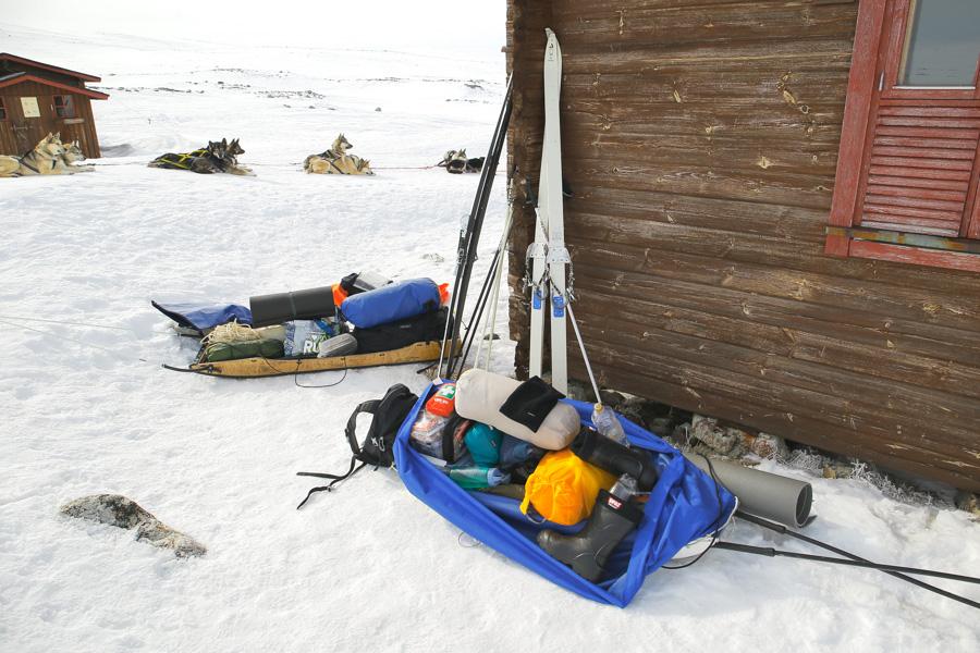 Kilpisjärvi - Halti hiihtovaellus talvivaellus ski hike Saarijärvi hut autiotupa ahkio