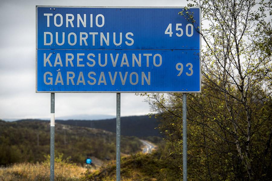 Tornio Duortnus Kaaresuvanto Garasavvon tie road kyltti etäisyys km 450 93