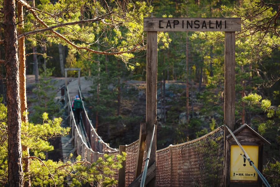 Lapinsalmi suspension bridge. Repovesi kansallispuisto lapinsalmi valokuva luontokuva retkeily vaellus