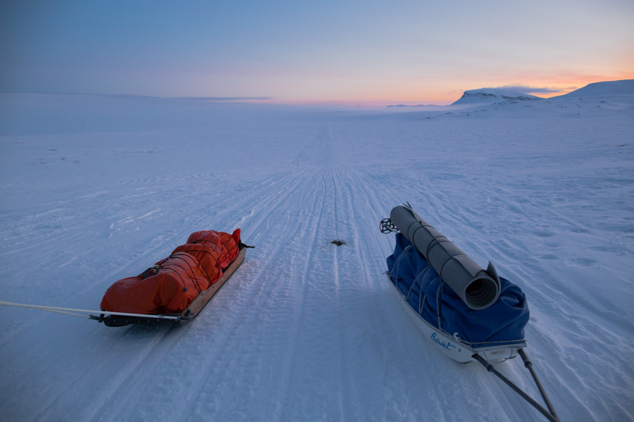 ahkio talvivaellus hiihtovaellus vaellus talvi ahkiot ilta kevätilta Kilpisjärvi Halti