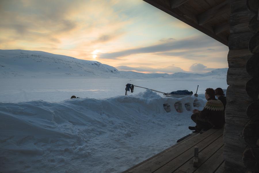 Pitsusjärvi autiotupa varaustupa tupa talvi tunturi Kilpisjärvi - Halti hiihtovaellus talvivaellus