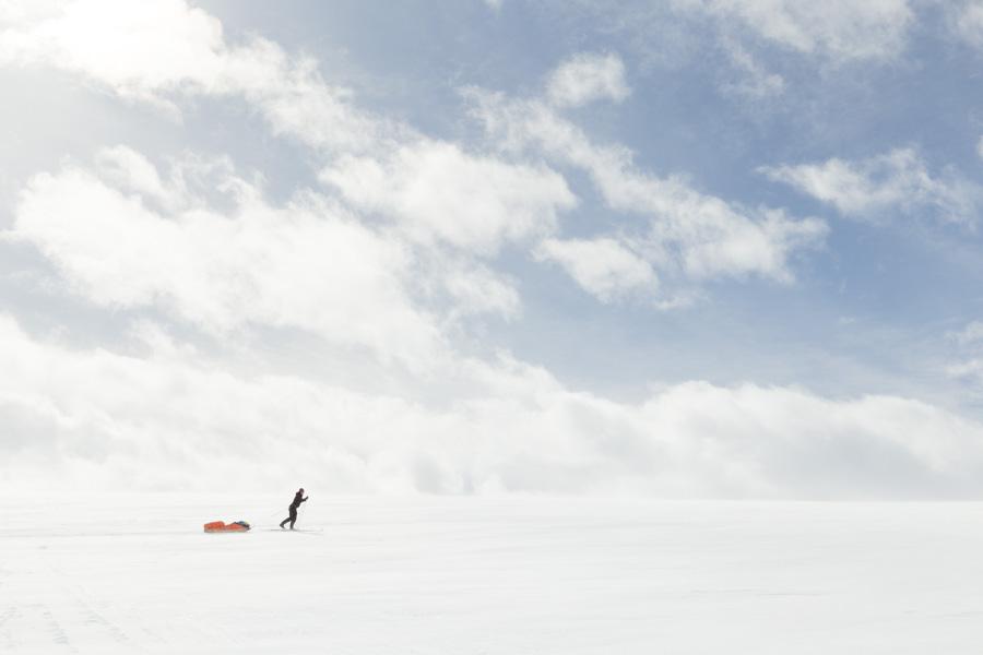 Climbing to Duolljehuhput Kilpisjärvi Halti hiihto hiihtovaellus vaellus talvi talvivaellus ahkio keväthanget