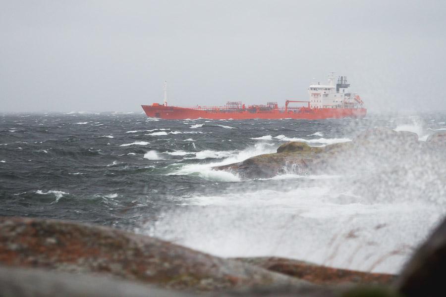 DUTCH AQUAMARINE Chemical tanker Dutch Aquamarine. IMO 9191656 UTÖ myrsky syysmyrsky Saaristomeri Parainen meri